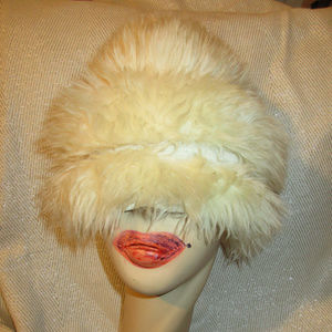 VINTAGE LAMB FUR BERET POINTY HAT ITALY MADE